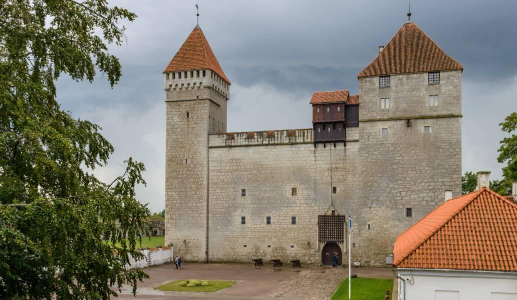 Kuresarės pilis, Estija